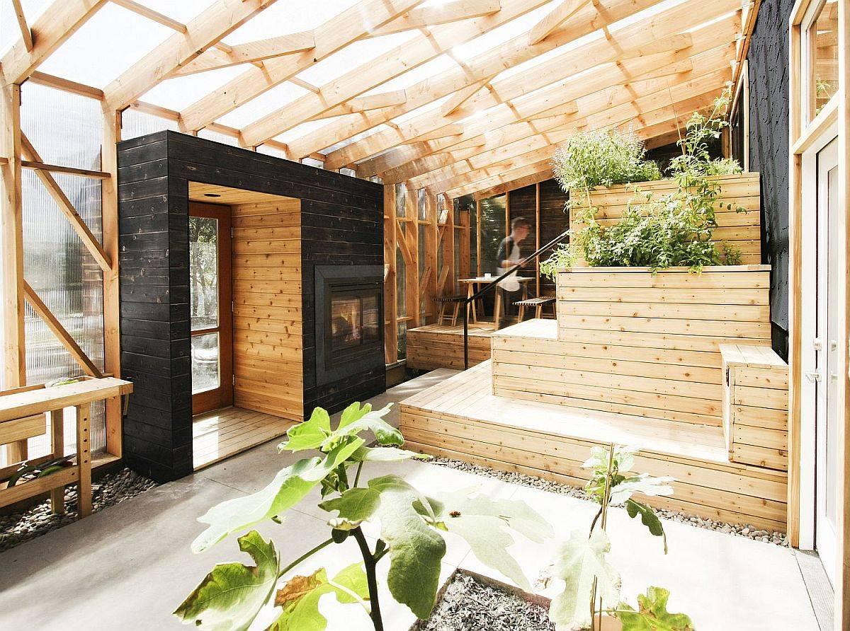 Treillis-en-bois-sur-mesure-et-panneaux-de-polycarbonate-forme-cette-étonnante-belle-serre-77068