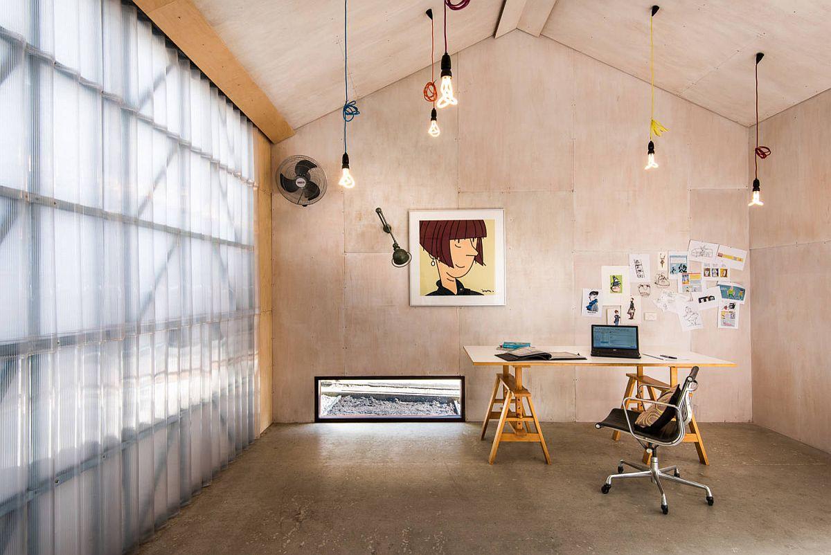 Les-panneaux-de-polycarbonate-dans-le-bureau-a-maison-apportent-juste-la-quantité-de-lumière-69659