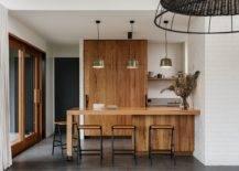 Petit-îlot-en-bois-et-étagères-pour-la-cuisine-en-blanc-17872-217x155