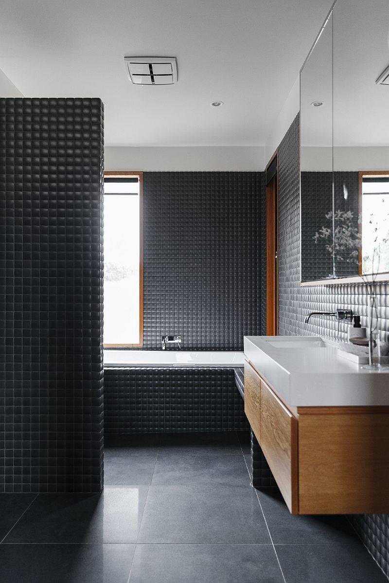 Salle-de-bain-moderne-en-gris-foncé-avec-vanité-flottante-en-bois-et-comptoir-et-lavabo-blanc-19436