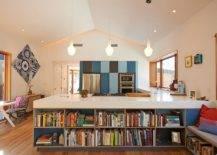 Etagères-ouvertes-pour-l'îlot-de-cuisine-qui-aide-à-stocker-des-livres-et-d'autres-pièces-décoratives-74005-217x155