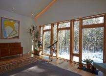 Salon-de-la-maison-avec-magnifiques-vues-sur-le-paysage-raboteux-et-la-riviere-a-distance-35249-217x155