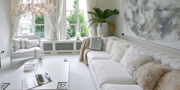 Placez les meubles avec du verre dans des zones sûres