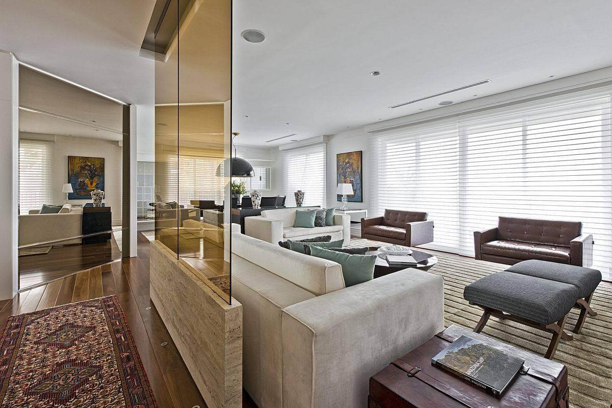 Utiliser-la-cloison-mur-verre-teinte-pour-delimiter-l'espace-du-salon-50342