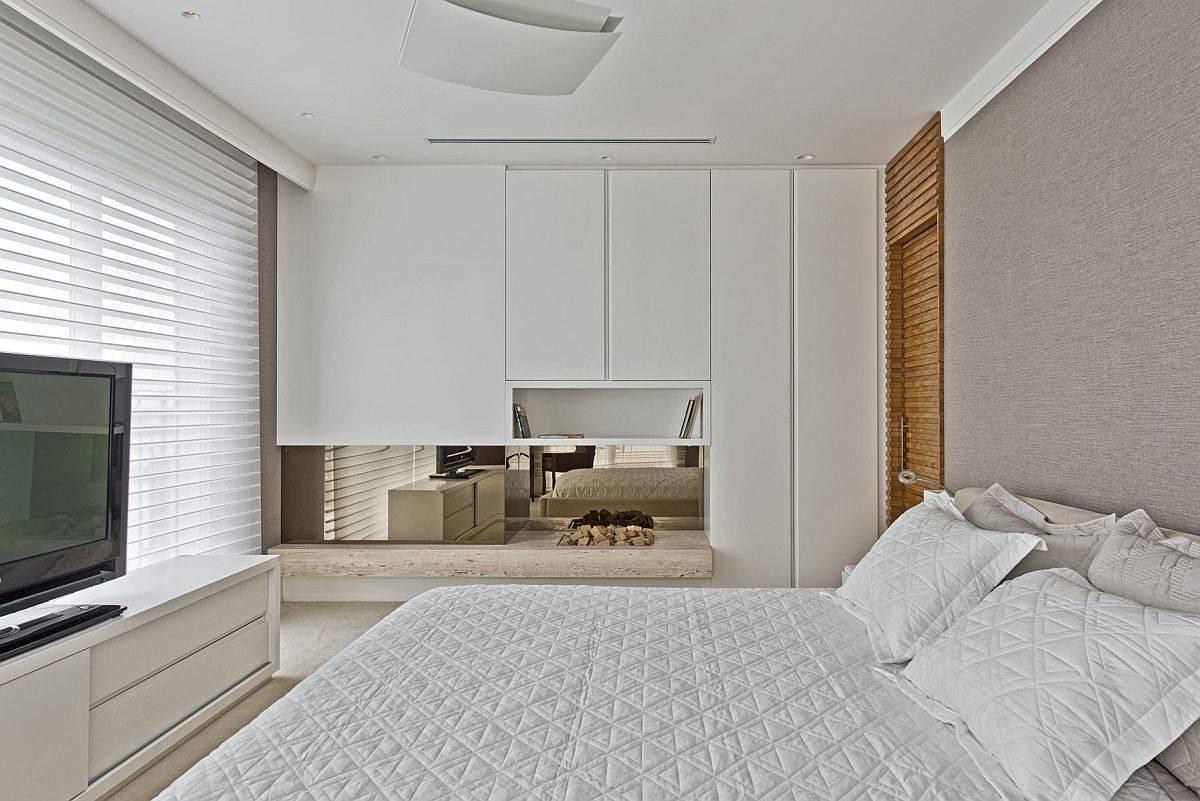 Chambre-de-l-appartement-en-blanc-et-marron-clair-avec-télé-et-unité-de-divertissement-17451