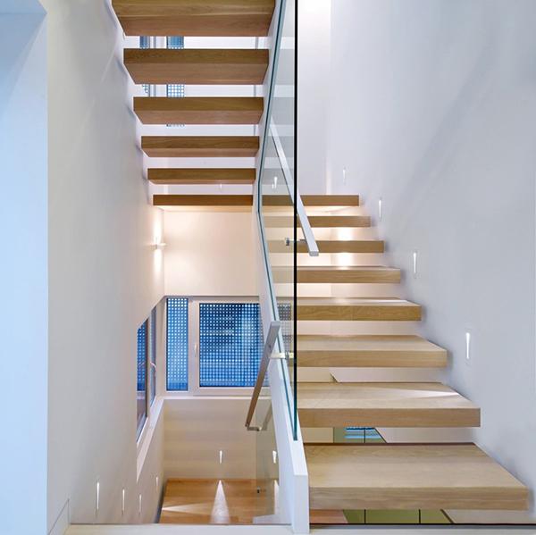 escalier flottant en bois