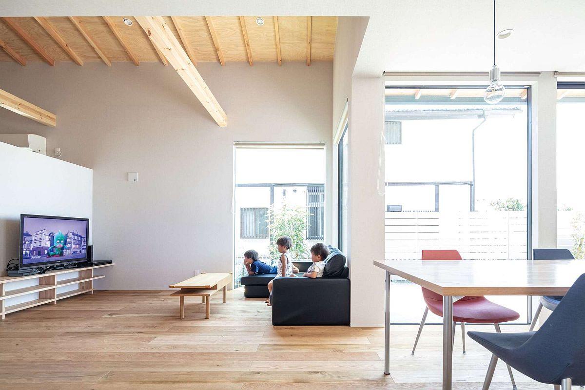 Intérieur-minimal-et-moderne-de-la-maison-urbaine-japonaise-29934