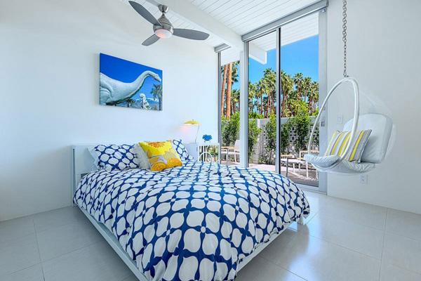 chambre à coucher minimale bleue